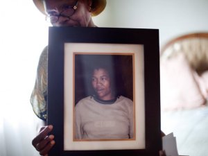 Mally Simelane holds a picture of her murdered daughter. Credit: http://www.causeofdeathwoman.com