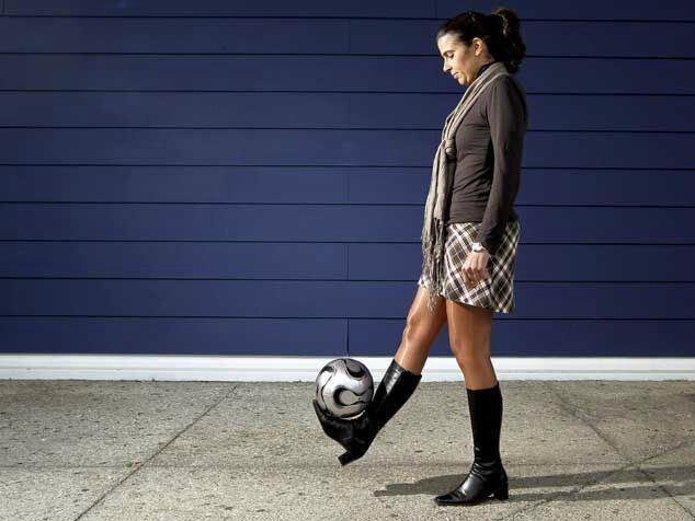 Helena Costa shows some skills. And, just like Jose Mourinho, has some style.