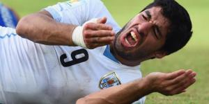 Luis Suarez realizes almost the entire world has just seen him bite Giorgio Chiellini on the shouder.